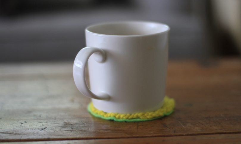 Handwork : Fingerknitting a Cup Coaster